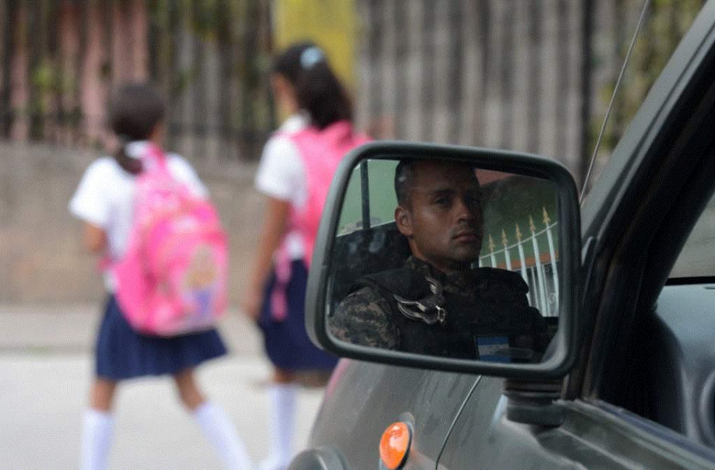 Militares custodian colegios en Honduras ante asedio de pandillas