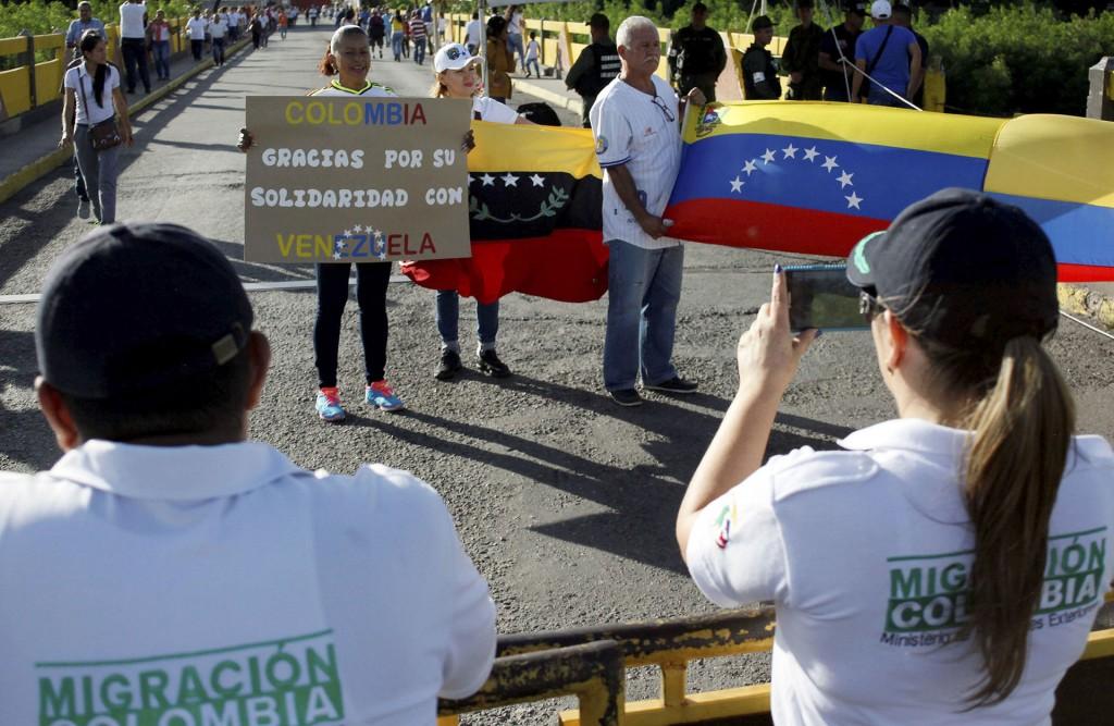 Unos 25.000 venezolanos cruzan diariamente a Colombia