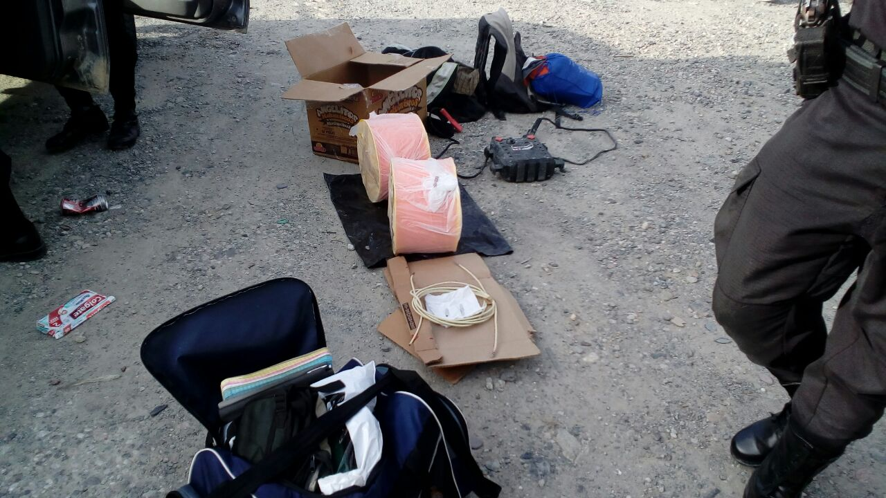 Capturan a cuatro hombres con material para elaborar explosivo