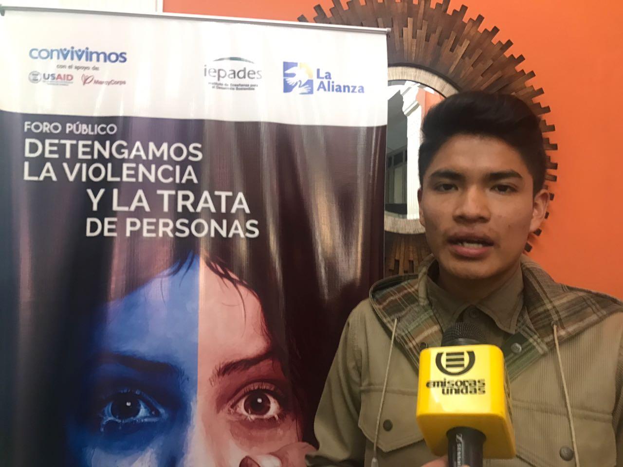 Jóvenes participan en foro contra la violencia y trata de personas