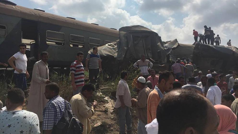 Al menos 36 muertos en un choque de trenes en Egipto
