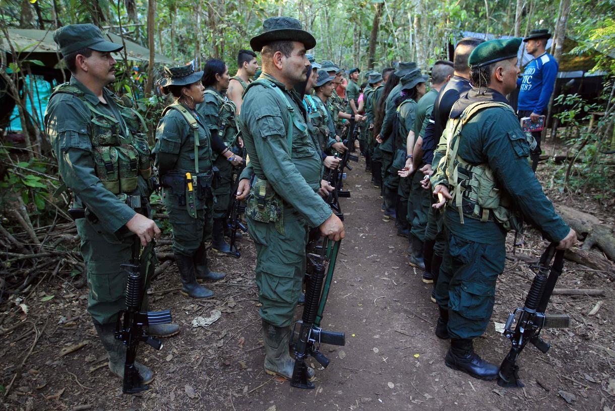 Colombia anuncia plan para proteger a 7.000 excombatientes de las FARC