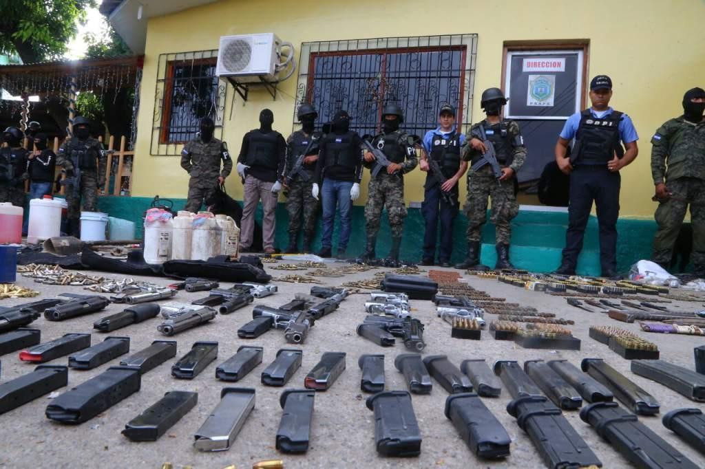 Decomisan fusiles y municiones en santuario de pandilleros en Honduras