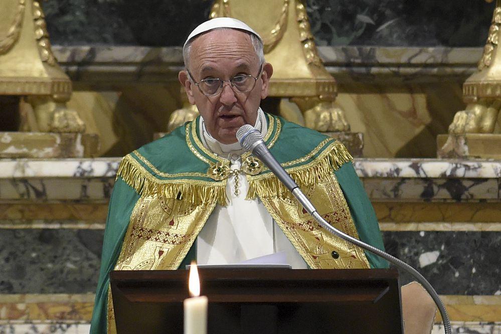 """El papa contra las """"expulsiones arbitrarias"""" de migrantes y refugiados"""