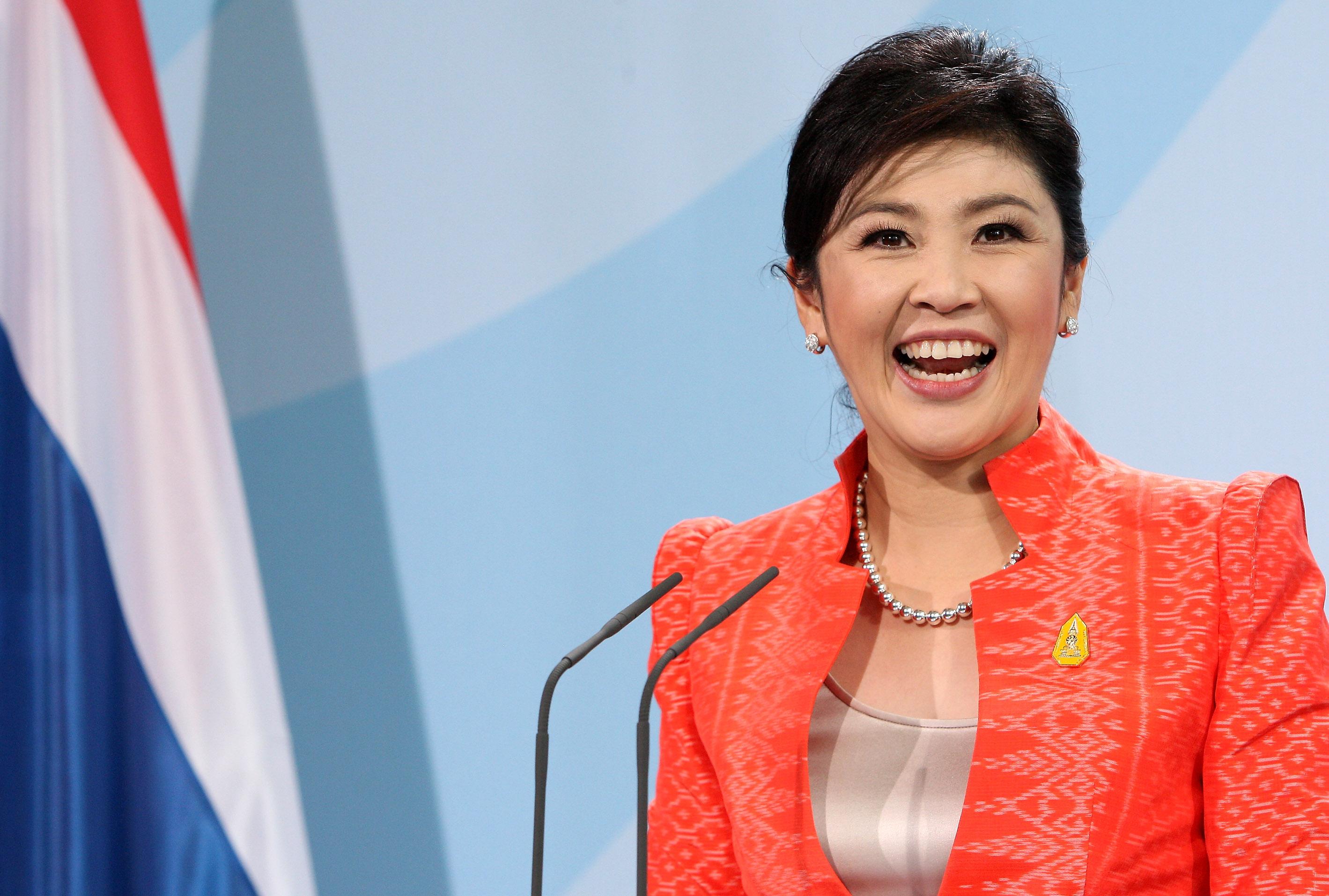 La ex primera ministra tailandesa huye del país para evitar la prisión