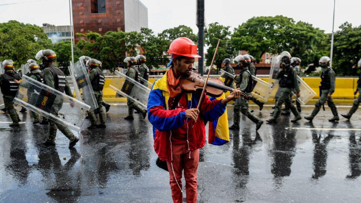 Liberan al violinista de las protestas contra Maduro