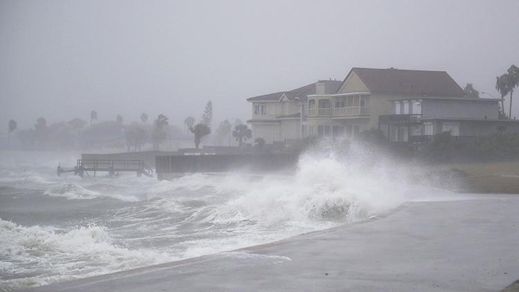 Texas pide a Trump que declare estado de catástrofe natural por huracán Harvey