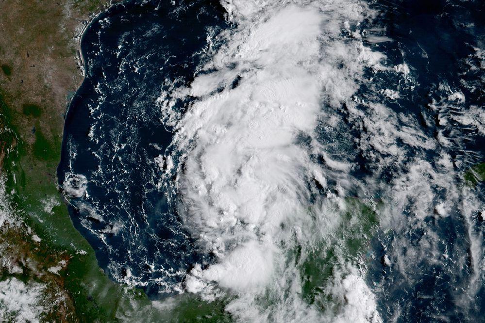 Tormenta tropical Harvey se transforma en huracán y se dirige a Texas y Luisiana