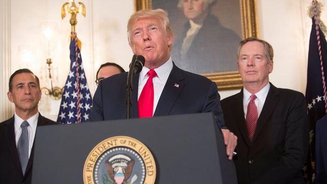 Un tercio de estadounidenses aprueba respuesta de Trump por hechos en Charlottesville