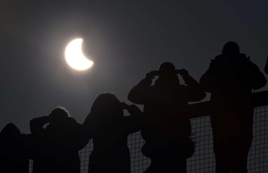 """Edgar Castro Bathen: """"El eclipse del lunes será parcial y durará dos horas y media"""""""