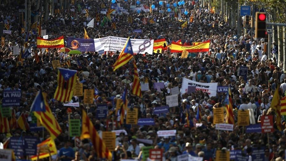 Miles de españoles salen a las calles a manifestar contra el terrorismo