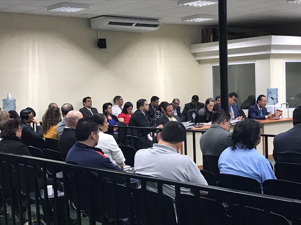 Exregistradora Anabella de León desembolsó Q3 millones en 16 contrataciones, dice MP