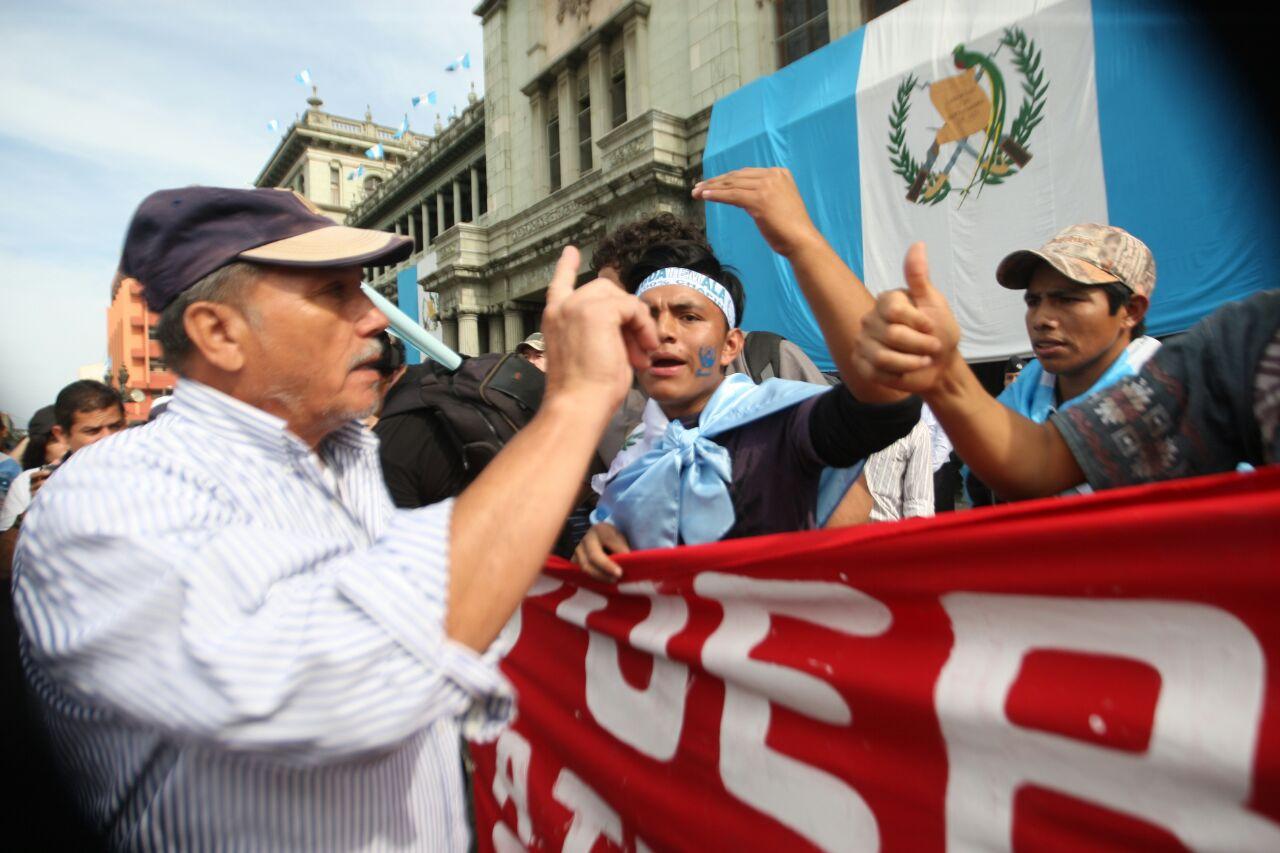 Confrontaciones marcan el 15 de septiembre en La Plaza previo a desfiles