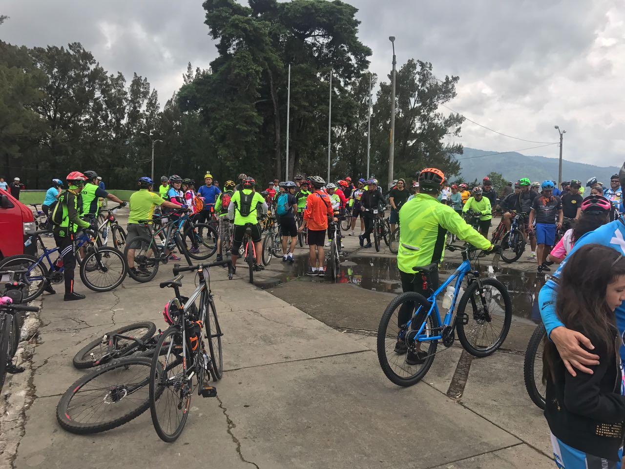 Ciclistas salen a las calles del país para conmemorar el Día Internacional sin Auto