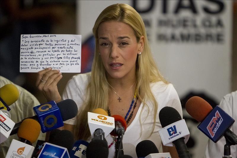 Venezuela: Aplazan audiencia a esposa del opositor Leopoldo López