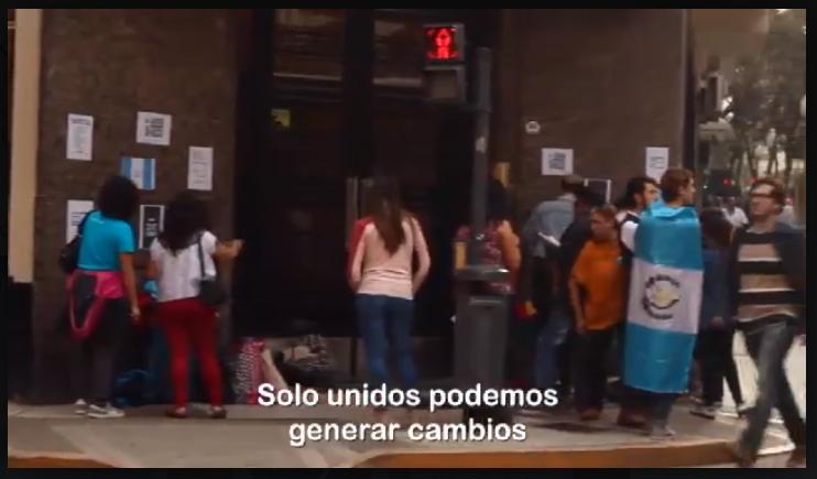 """Manifestante contra la impunidad: """"Podrán cortar las flores, pero no detendrán la primavera"""""""
