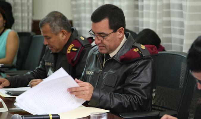 """Ministro de la Defensa """"bono militar"""""""