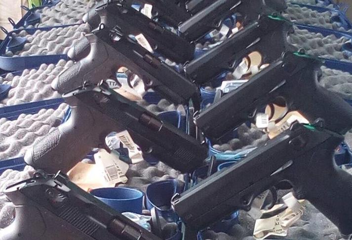 Policía de Neto Bran recibe pistolas