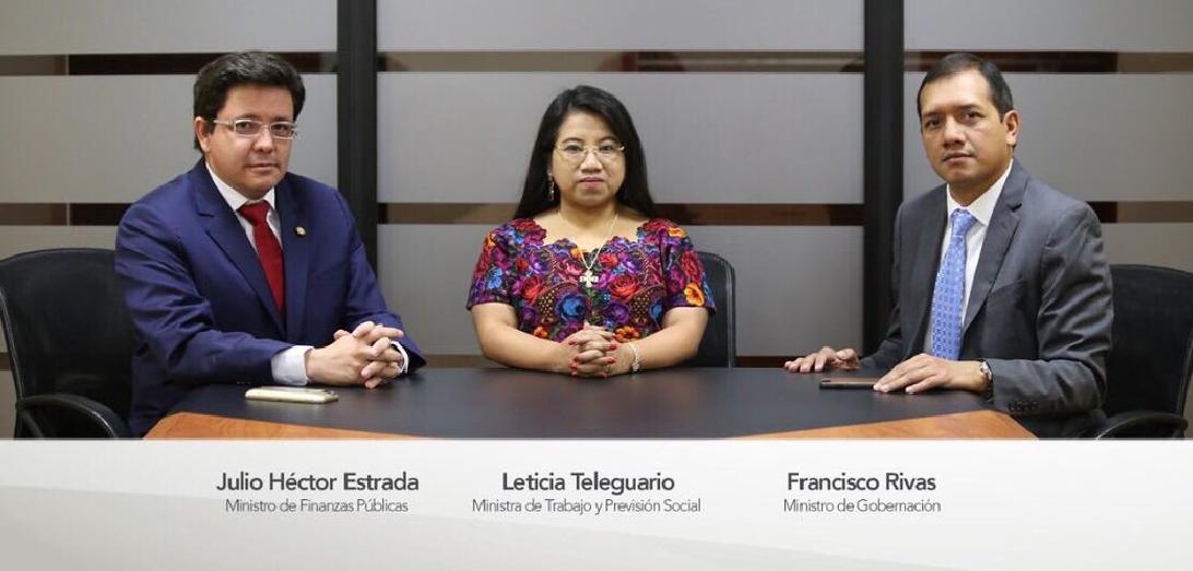 """Renuncian tres ministros de Estado por la """"crisis política"""""""