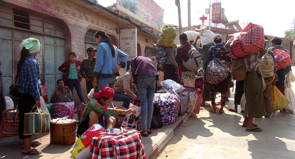 Civiles budistas e hindúes también huyen de los combates en Birmania