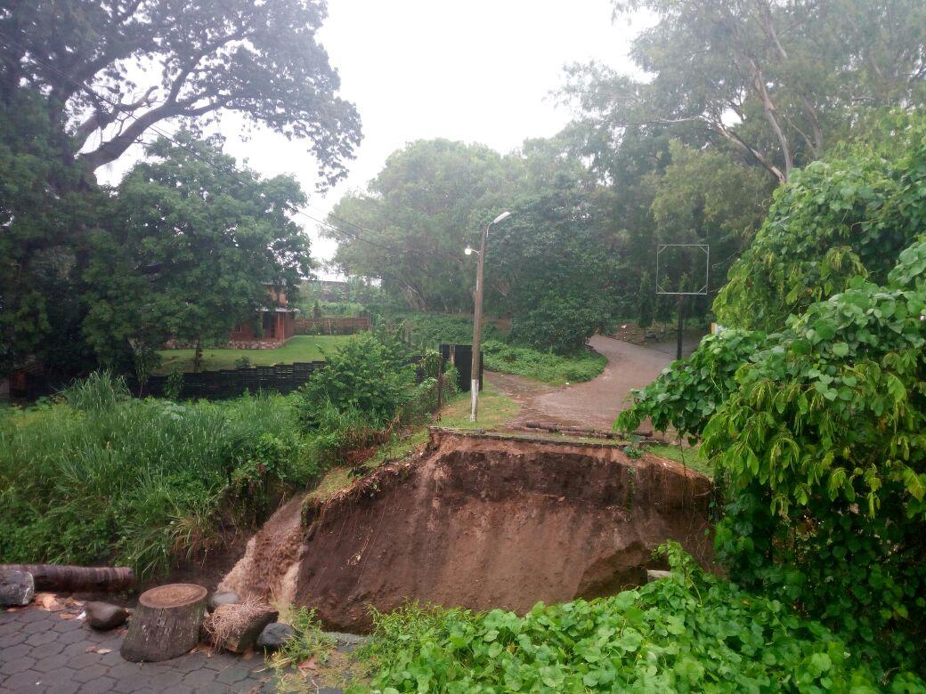 Colapsa puente que comunica al CONSUROC en Mazatenango