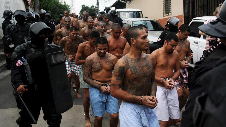 El Salvador busca endurecer pena de cárcel por asesinato de policías