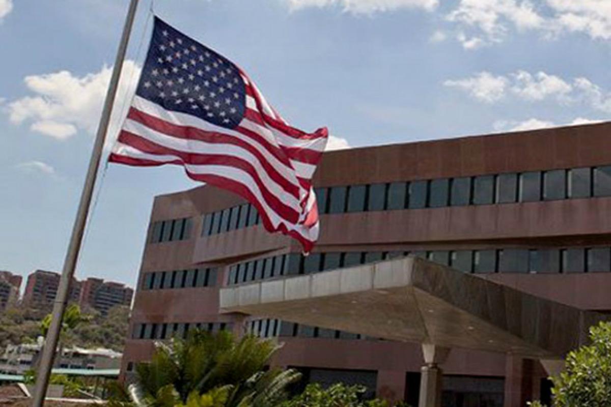 Embajada de EEUU en Venezuela refuerza medidas de seguridad tras secuestro de emplead