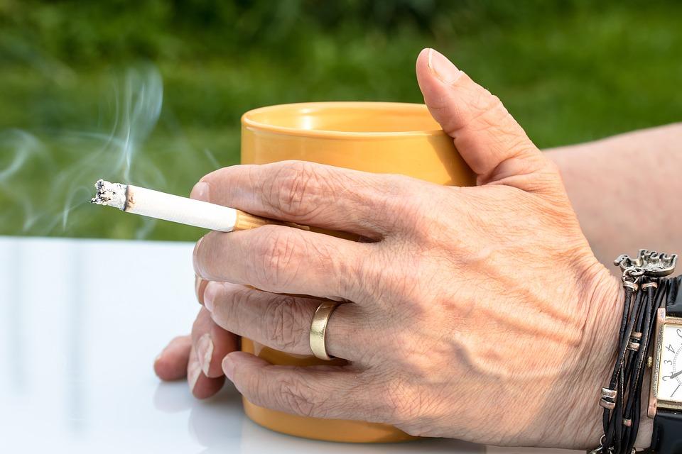 Los fumadores con VIH tienen más riesgo de morir de cáncer de pulmón