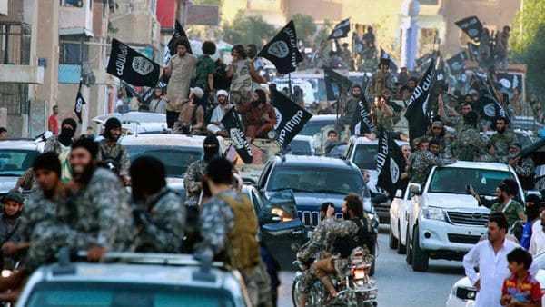 Los yihadistas del Estado Islámico intentan contraatacar en Raqa