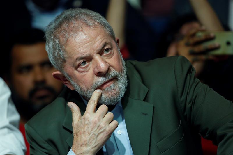 Lula cierra su gira de precandidato presidencial