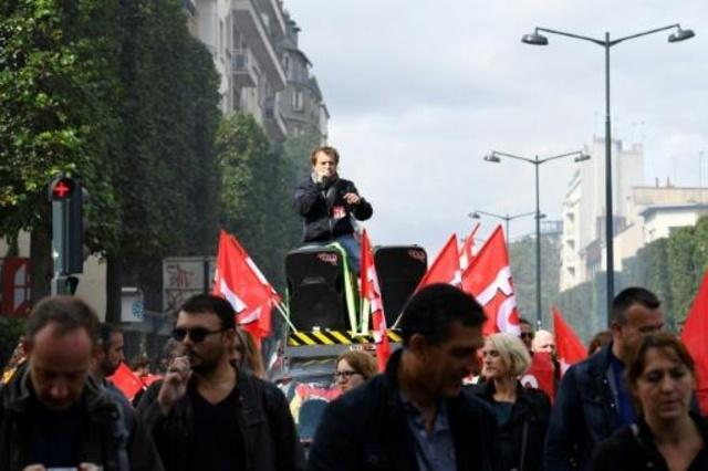 Miles de franceses salen a las calles contra la reforma laboral de Macron