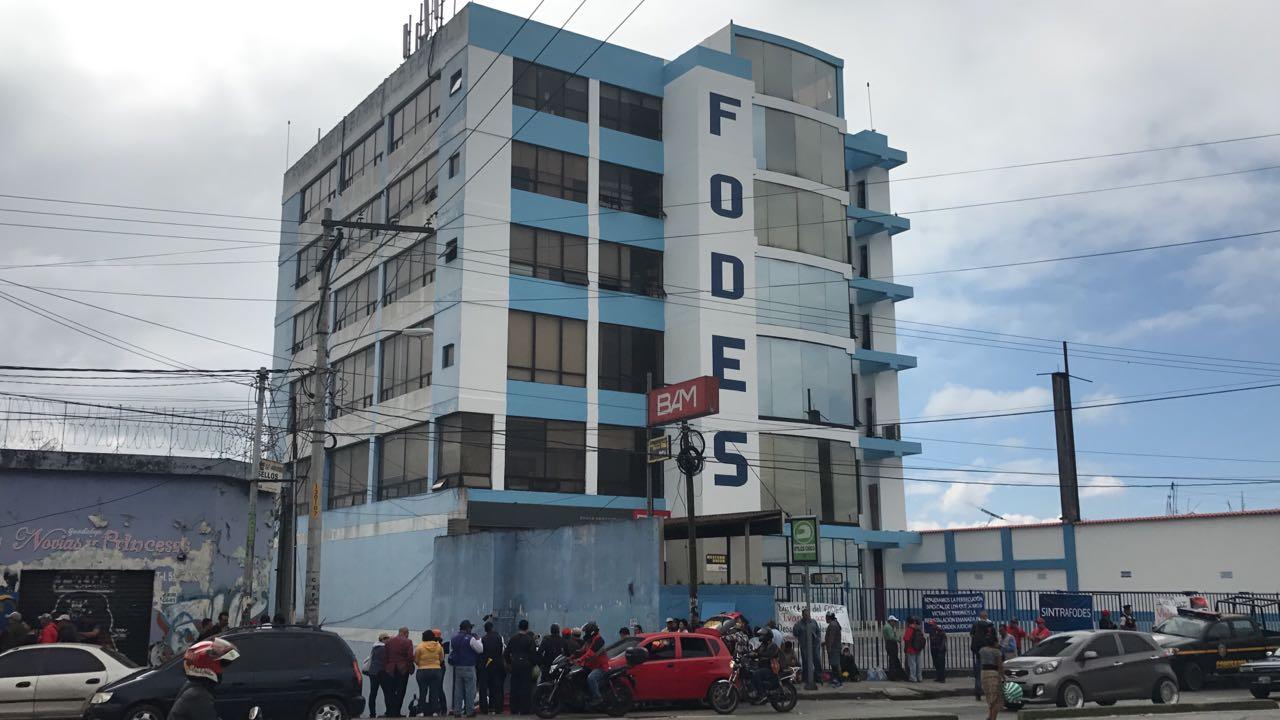 Vídeo: sindicalistas piden reinstalación de personal en el Fodes