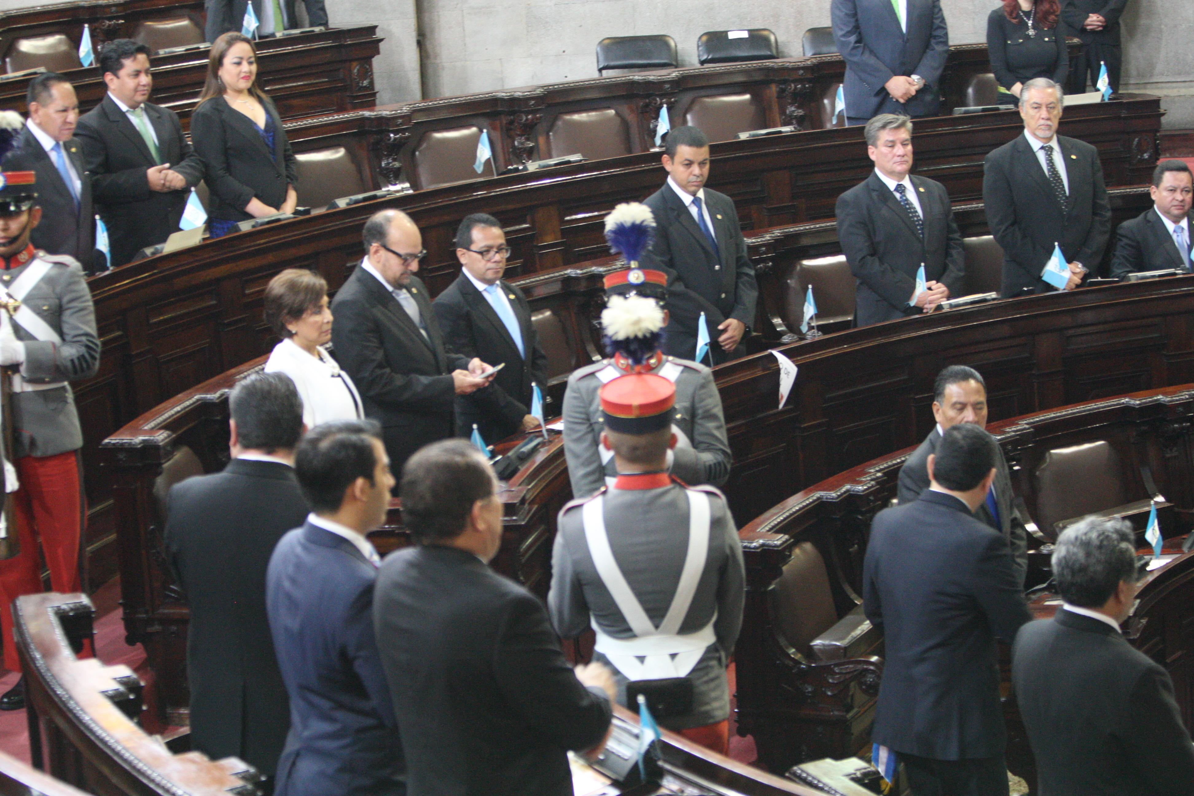 Parlamentarios dicen que no es viable antejuicio planteado contra 107 legisladores