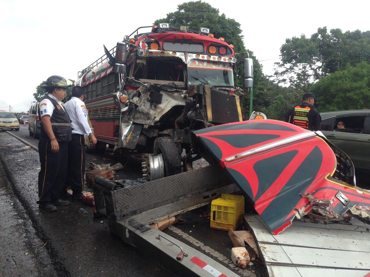 Accidente bus y camión en ruta a El Salvador