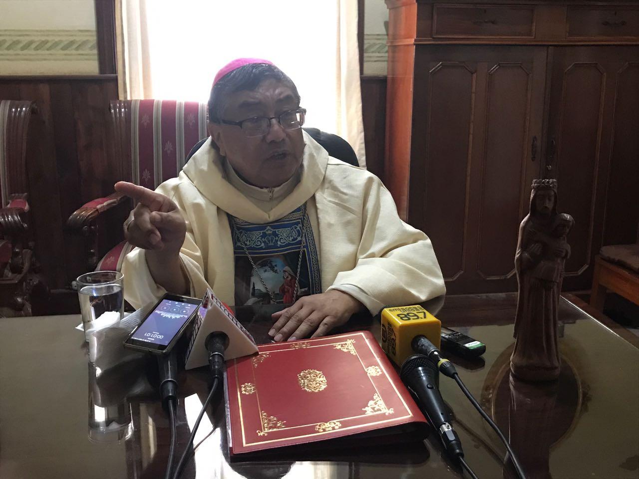 """Arzobispo pide """"que los antejuicios contra el presidente sigan su curso"""""""