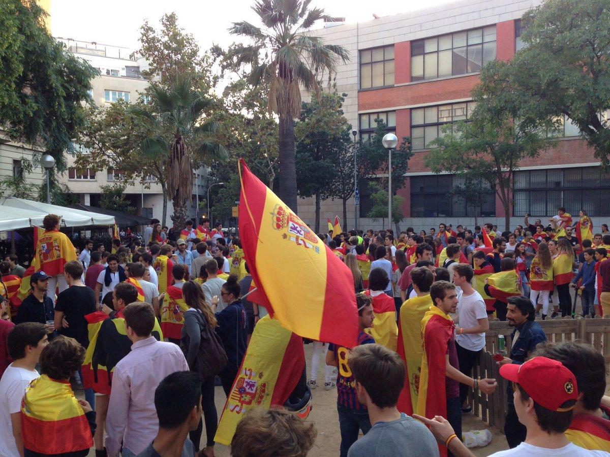 Unas 700 mil personas protestan contra violencia policial en Barcelona, según Policía