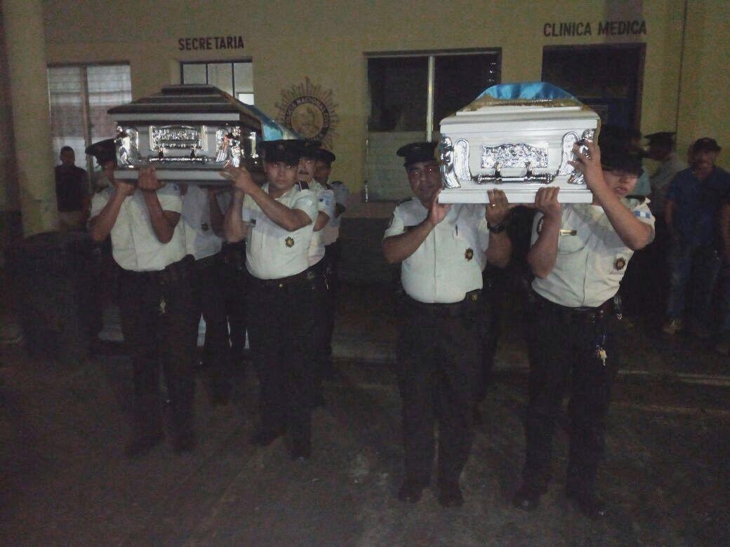 Policías asesinados en Santa Lucia Cotzumalguapa reciben honras fúnebres