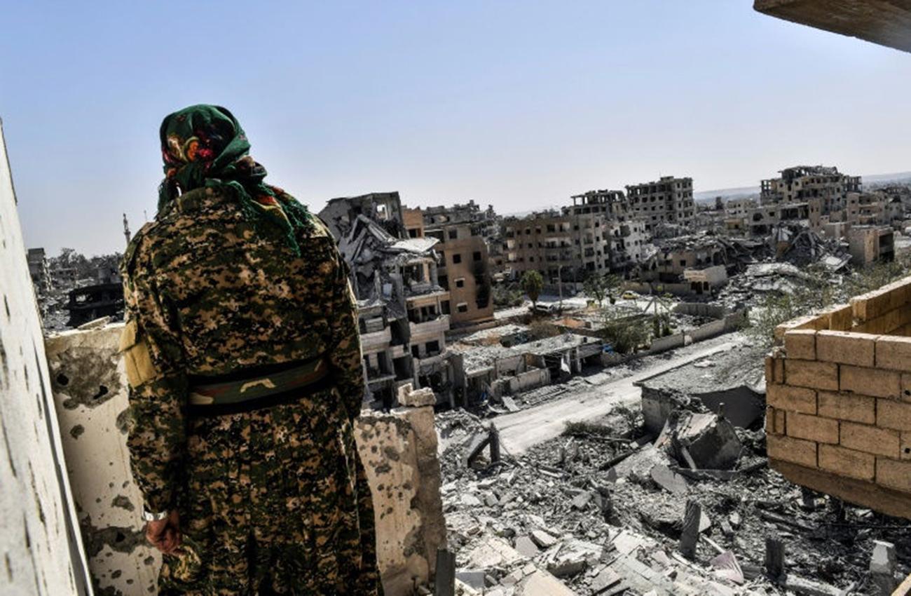 Dura batalla en Raqa para expulsar a los últimos yihadistas del EI