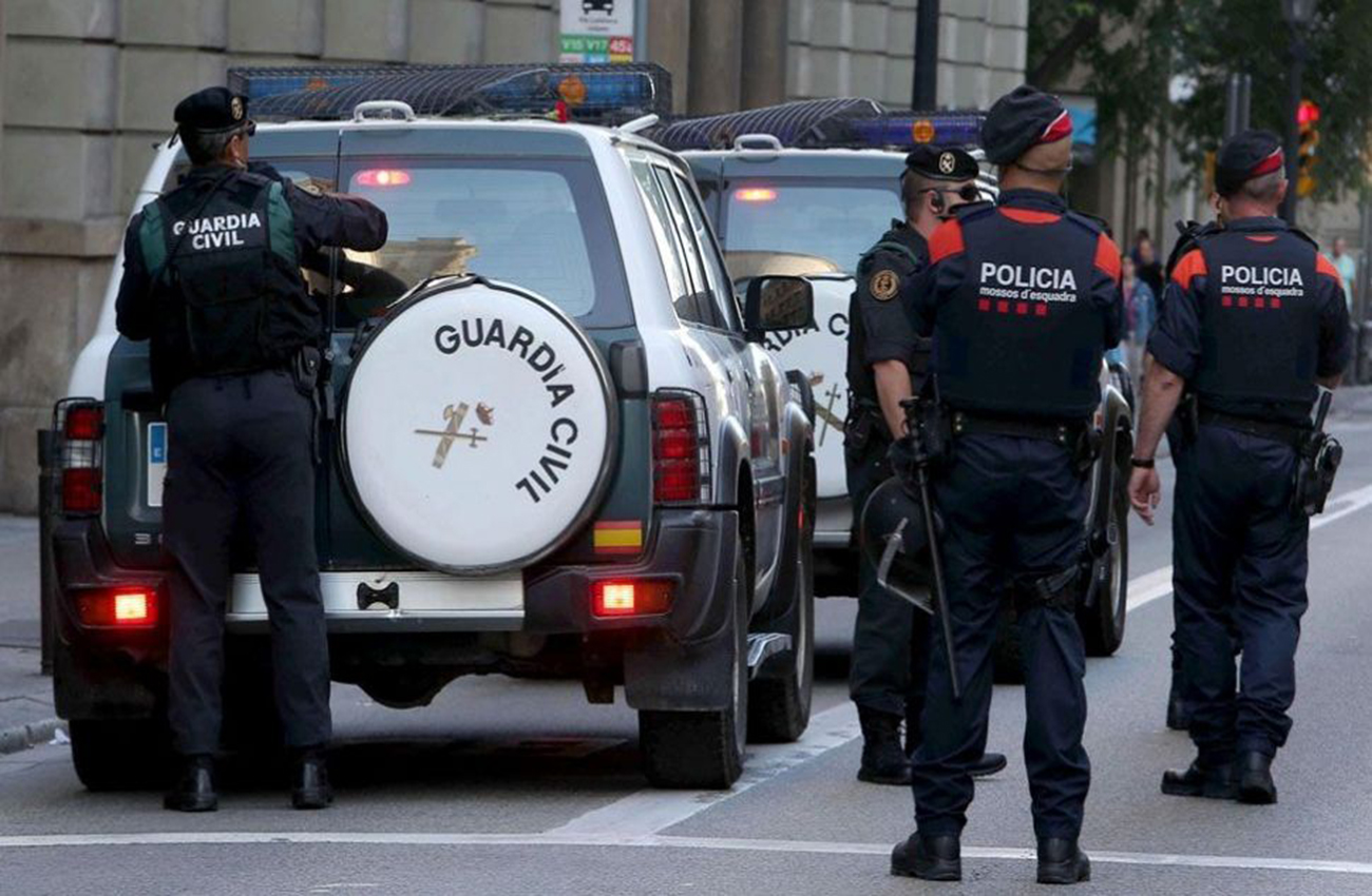 Guardia Civil española registra sede central de policía catalana
