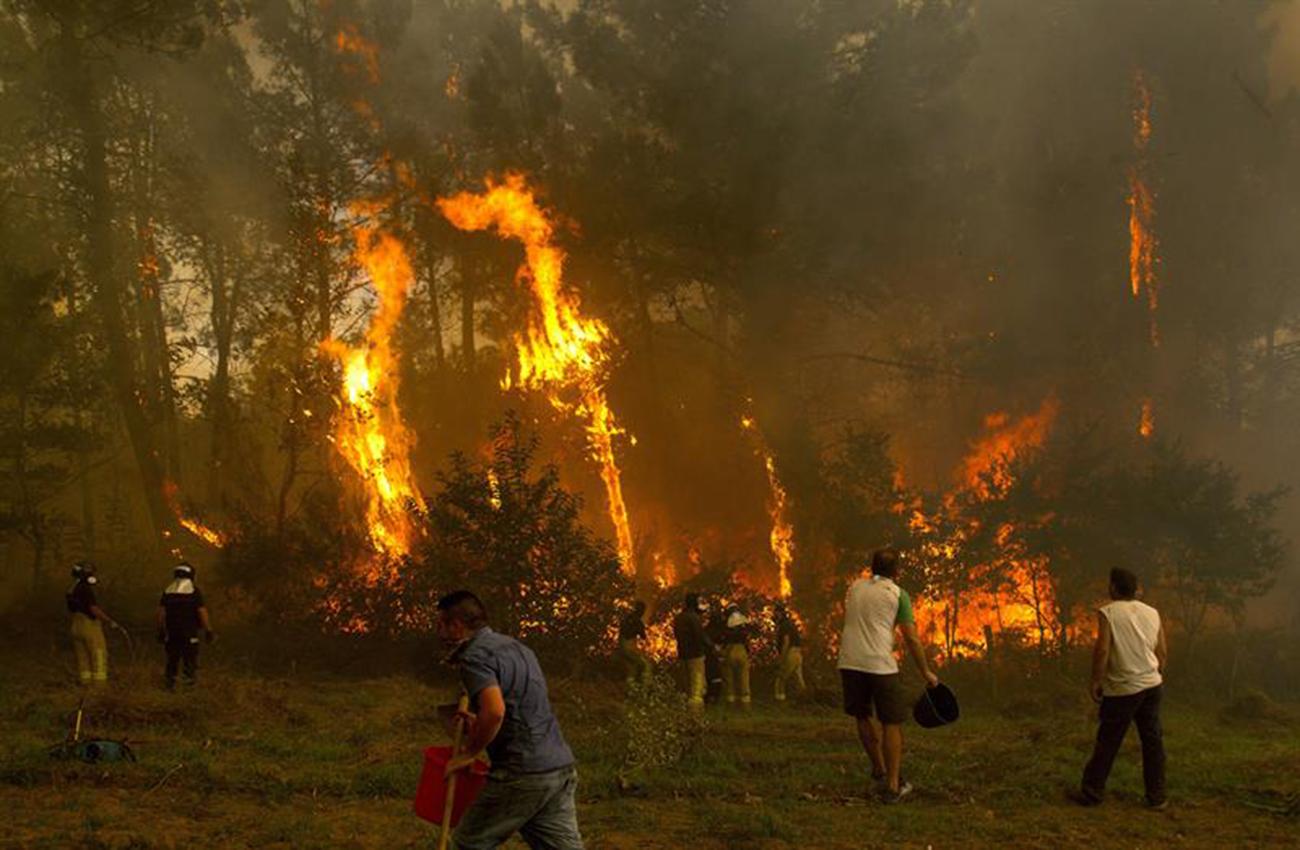 Incendios en Galicia dejan de amenazar a zonas habitadas