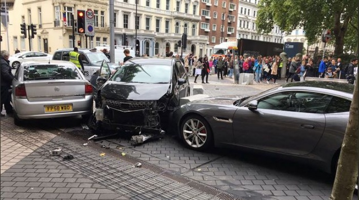 Heridos vehículo atropelló a peatones en Londres