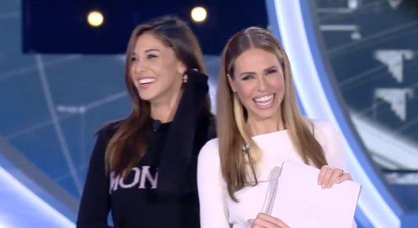 Esposa De Francesco Totti Y Novia De Andrea Iannone Se Besan En La Boca Emisoras Unidas 89 7fm