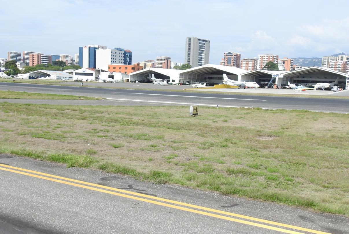 PDH y Asociación de Líneas Aéreas hablan de la certificación del Aeropuerto La Aurora