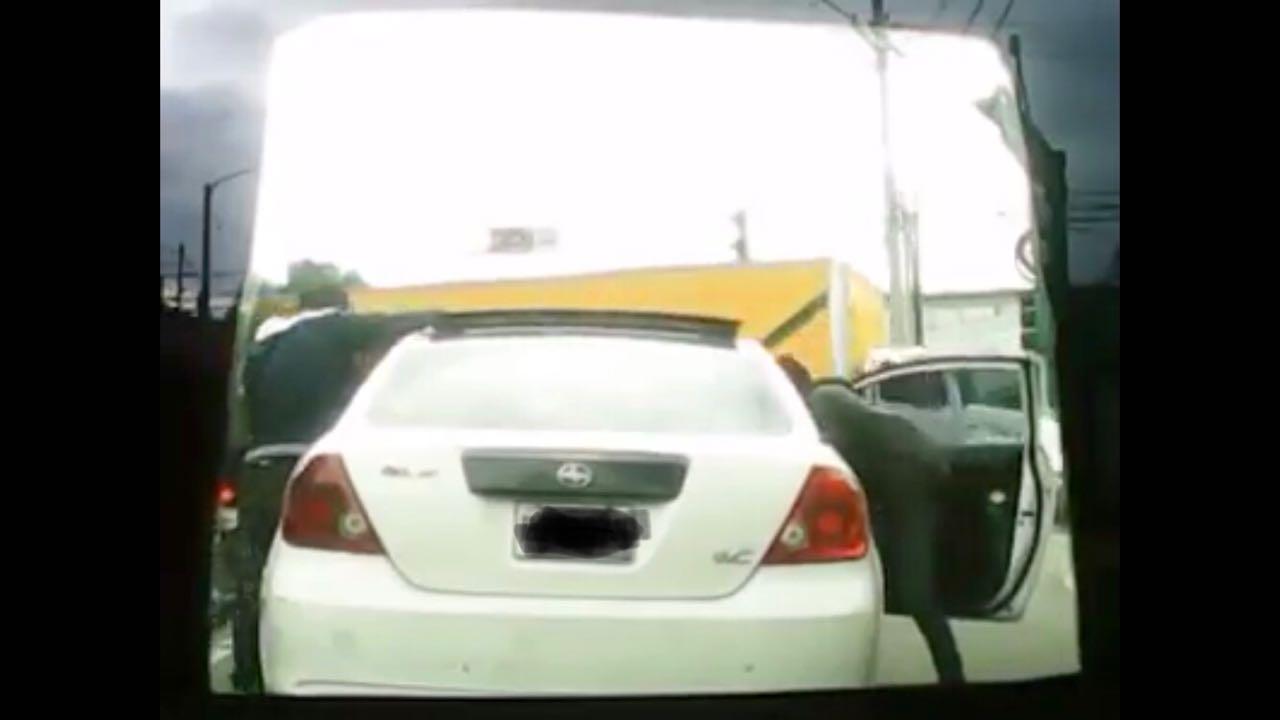 Asalto automovilista en avenida Bolivar