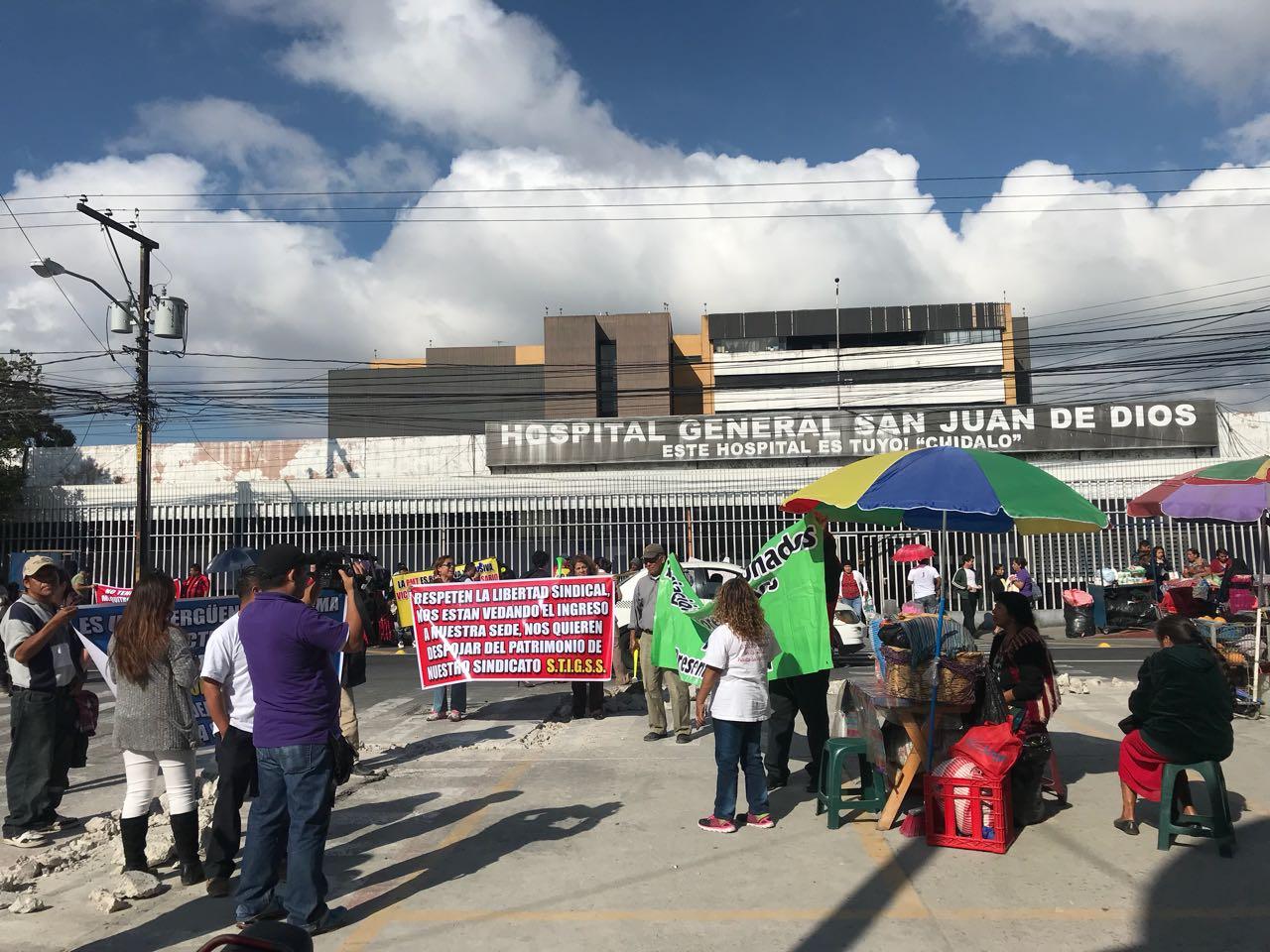 Protesta vendedores informales en el San Juan de Dios