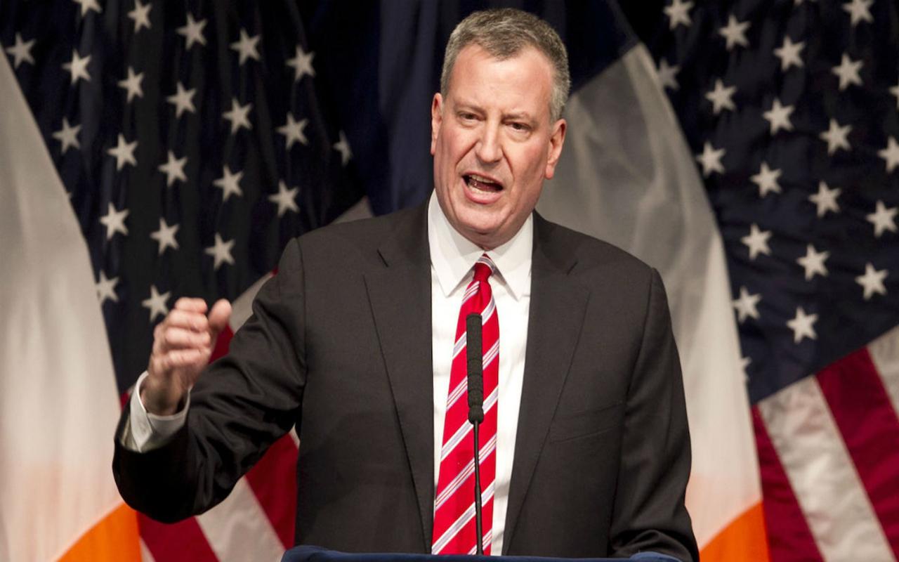 Alcalde de Nueva York firma derogación de ley que prohibía bailar