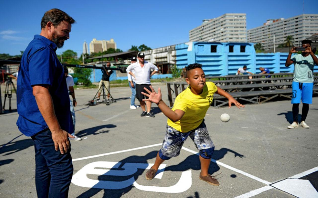 """""""Béisbol callejero"""" cubano, motor en estrategia promocional de WBSC"""