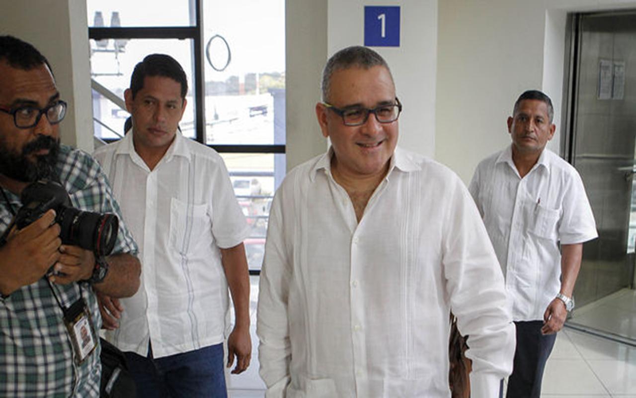Condenan a expresidente salvadoreño por enriquecimiento ilícito