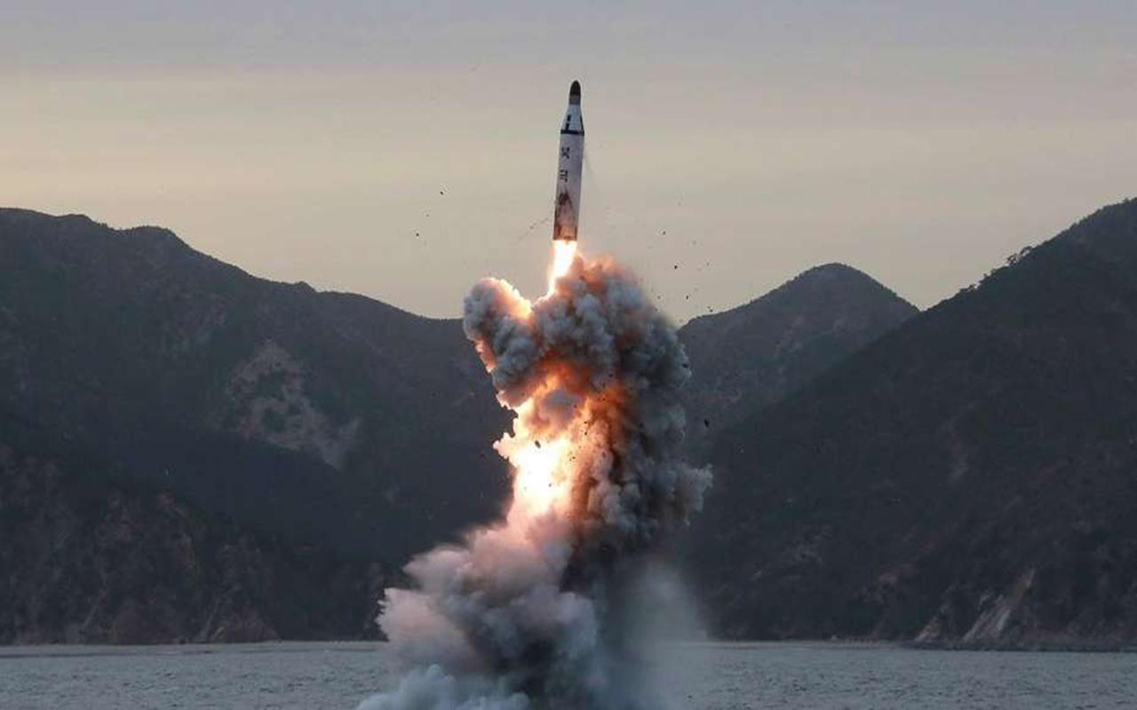 Corea del Norte lanzó un misil balístico