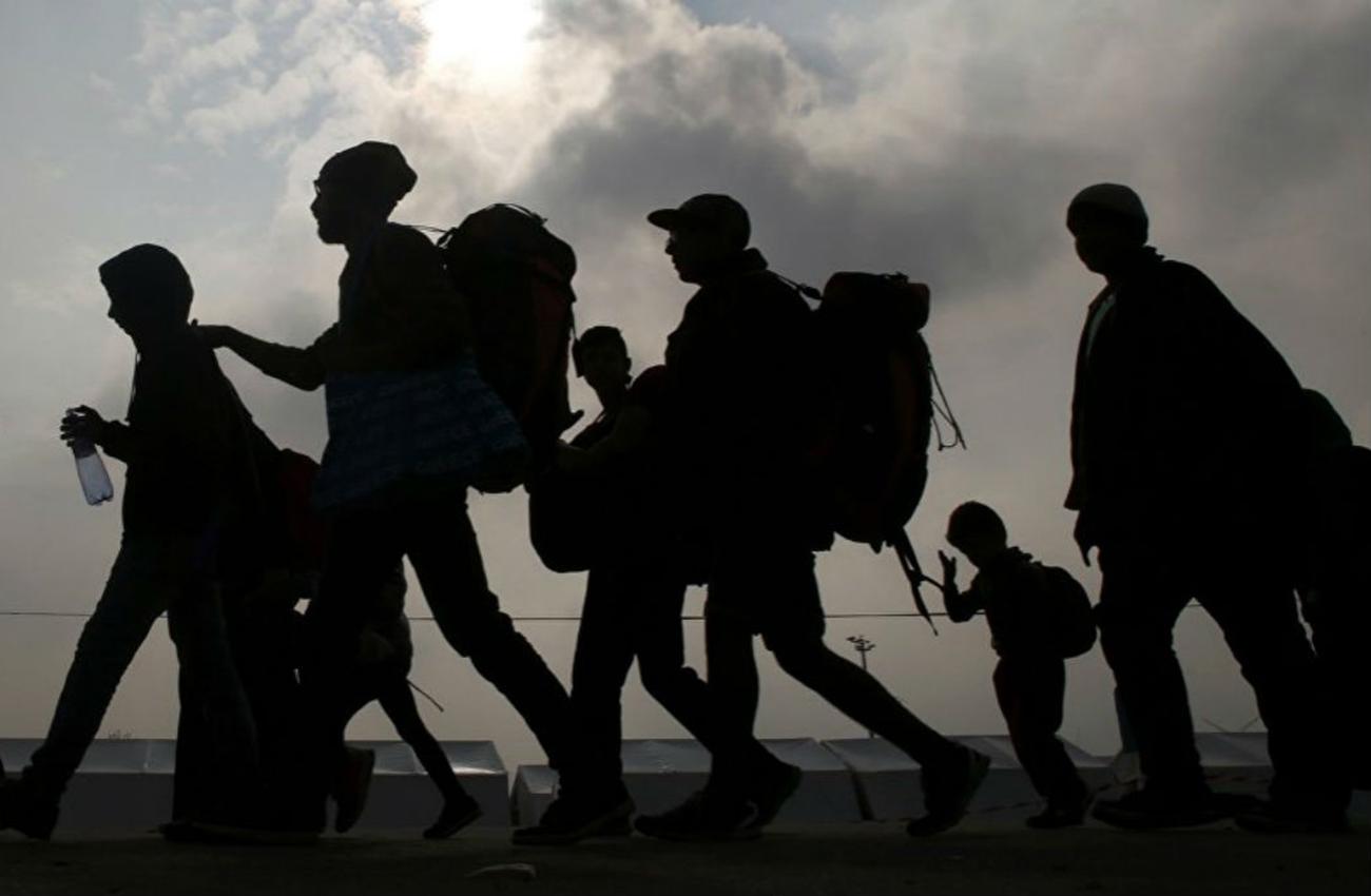 Migrantes centroamericanos piden asilo a EEUU en frontera con México